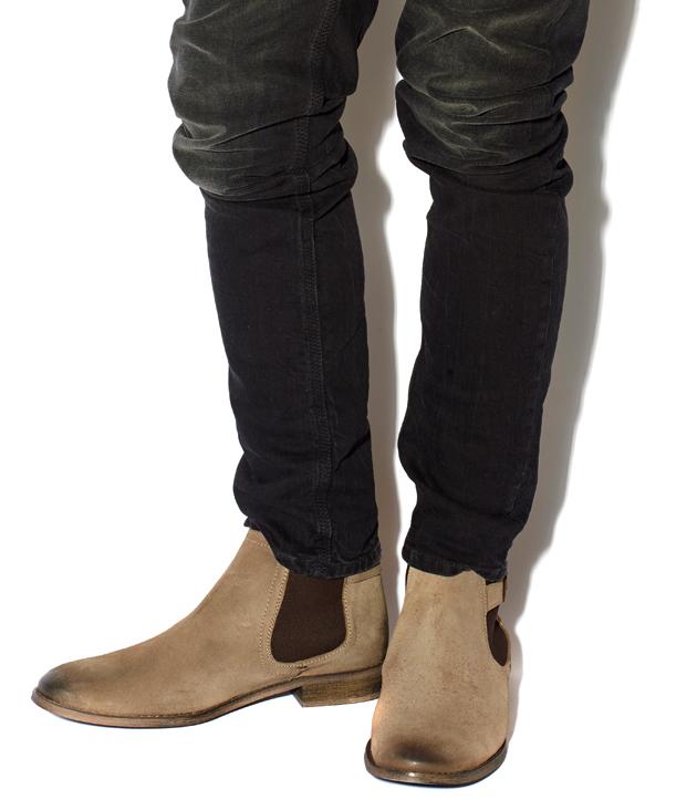 Robert-Pattinson-Dress-Boot