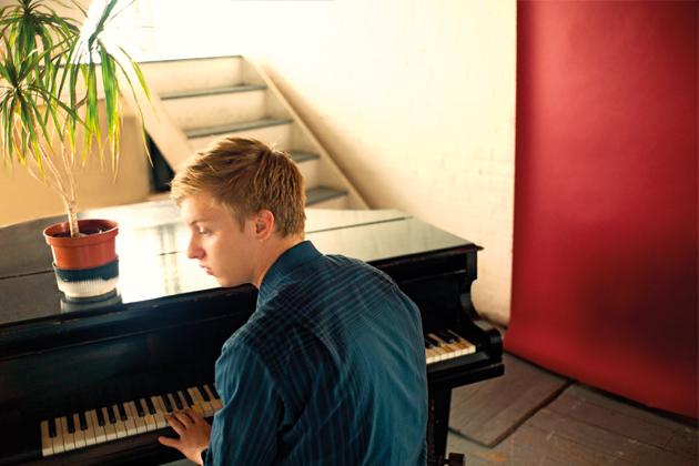 George-Ezra-Piano
