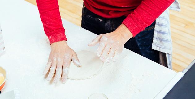 frying-pan-pizza-dough