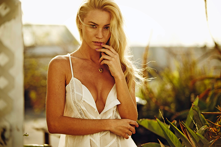 Bryana-Holly-2-flirt