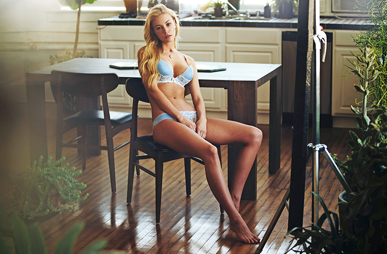 Fhm-Girlfriend-bryana-holly