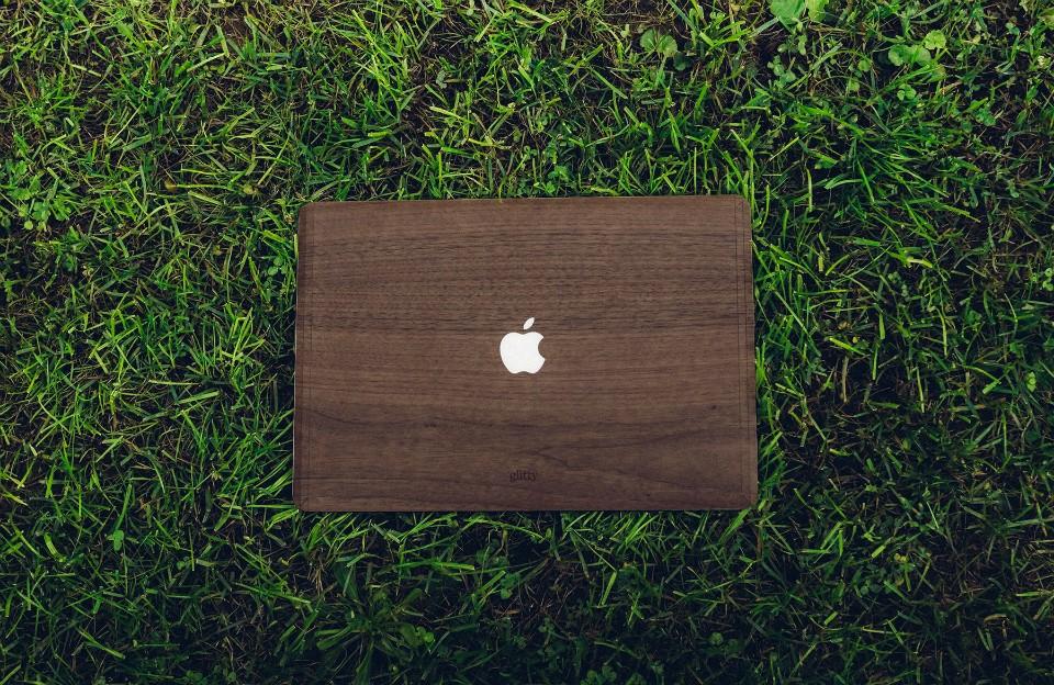 wooden-macbook-covers-960x624
