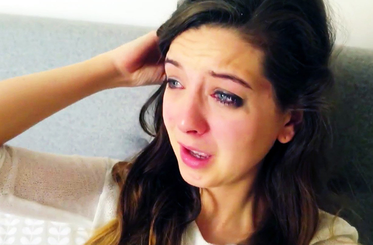 zoella-crying
